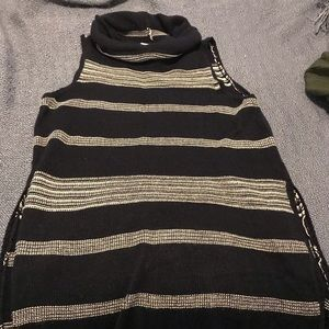 Pullover sweater vest - lightweight. Great cond